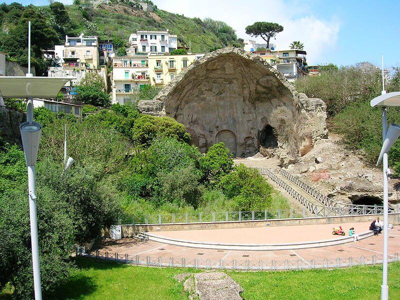 Затонувший древний город Байи - место для развлечения элиты Римской империи