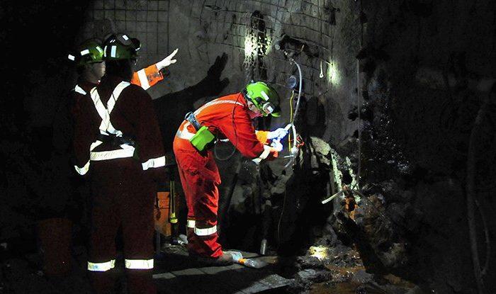 Ученые обнаружили микробную жизнь на глубине 2,4 км в канадской шахте
