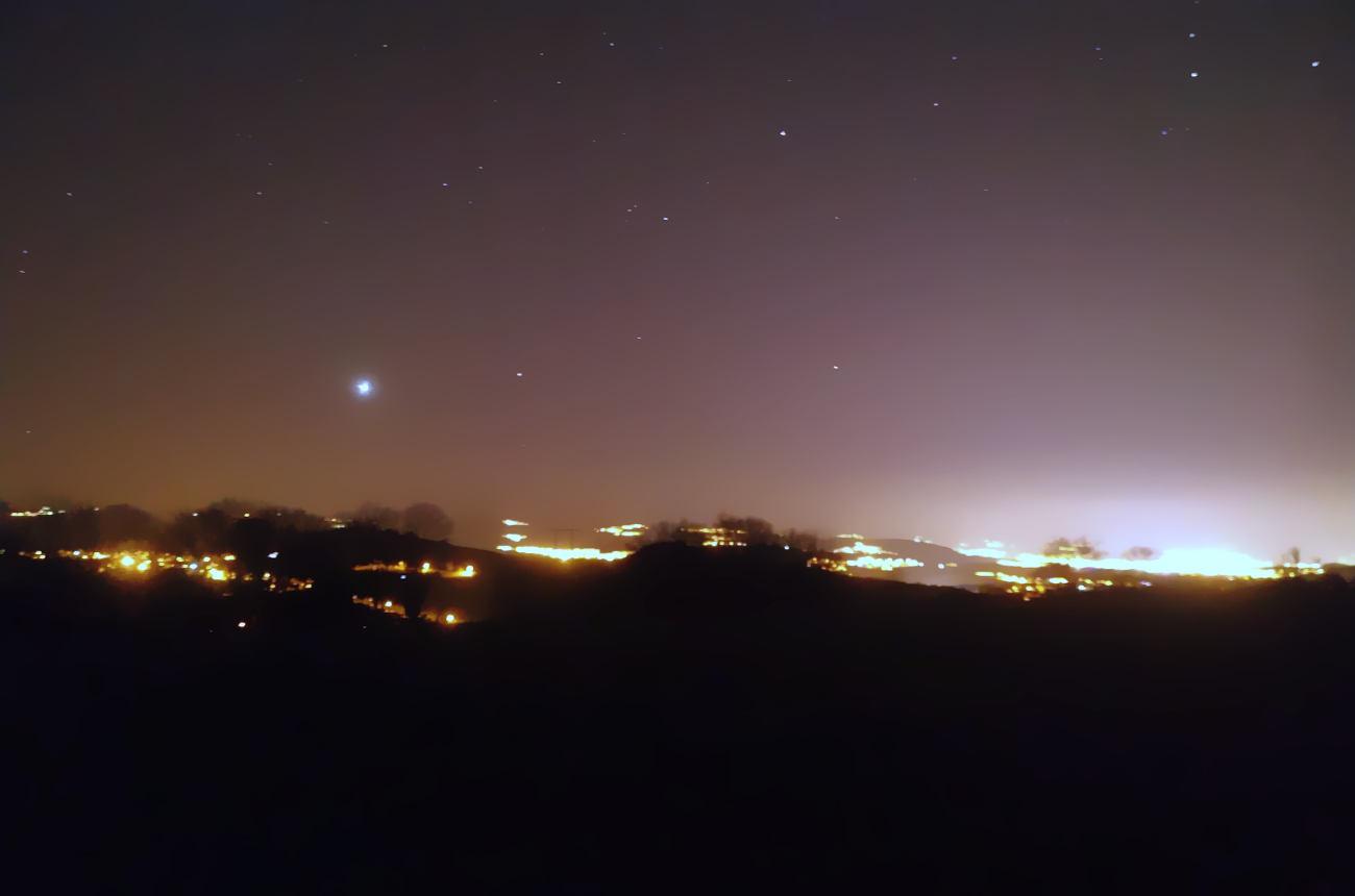 Как распознать планеты в ночном небе?