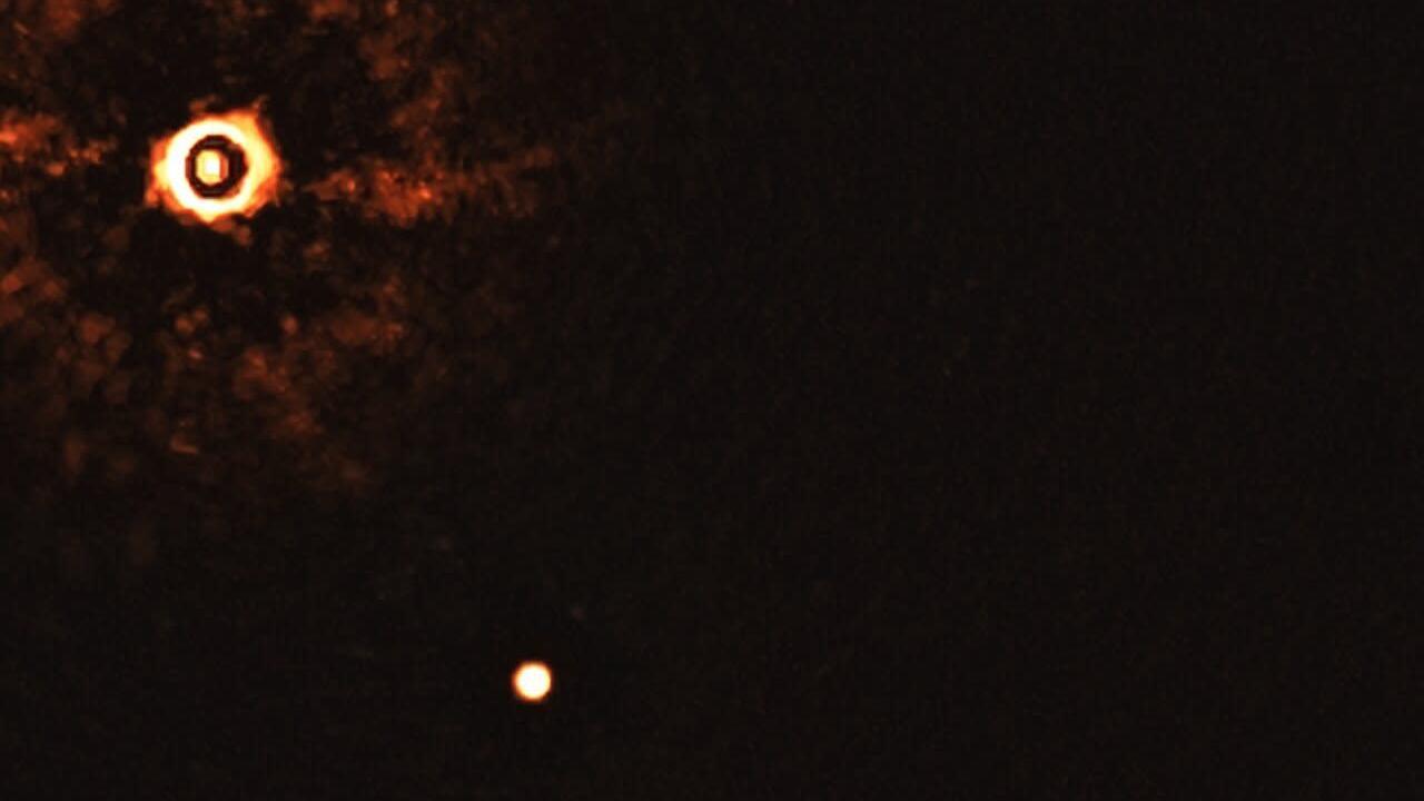 Первое изображение планет вокруг звезды, похожей на Солнце