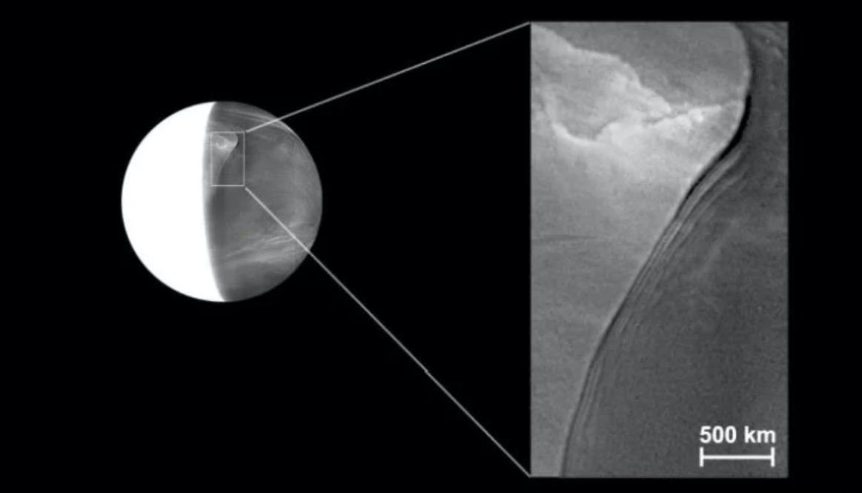 """На Венере астрономы обнаружили гигантскую """"стену облаков"""""""