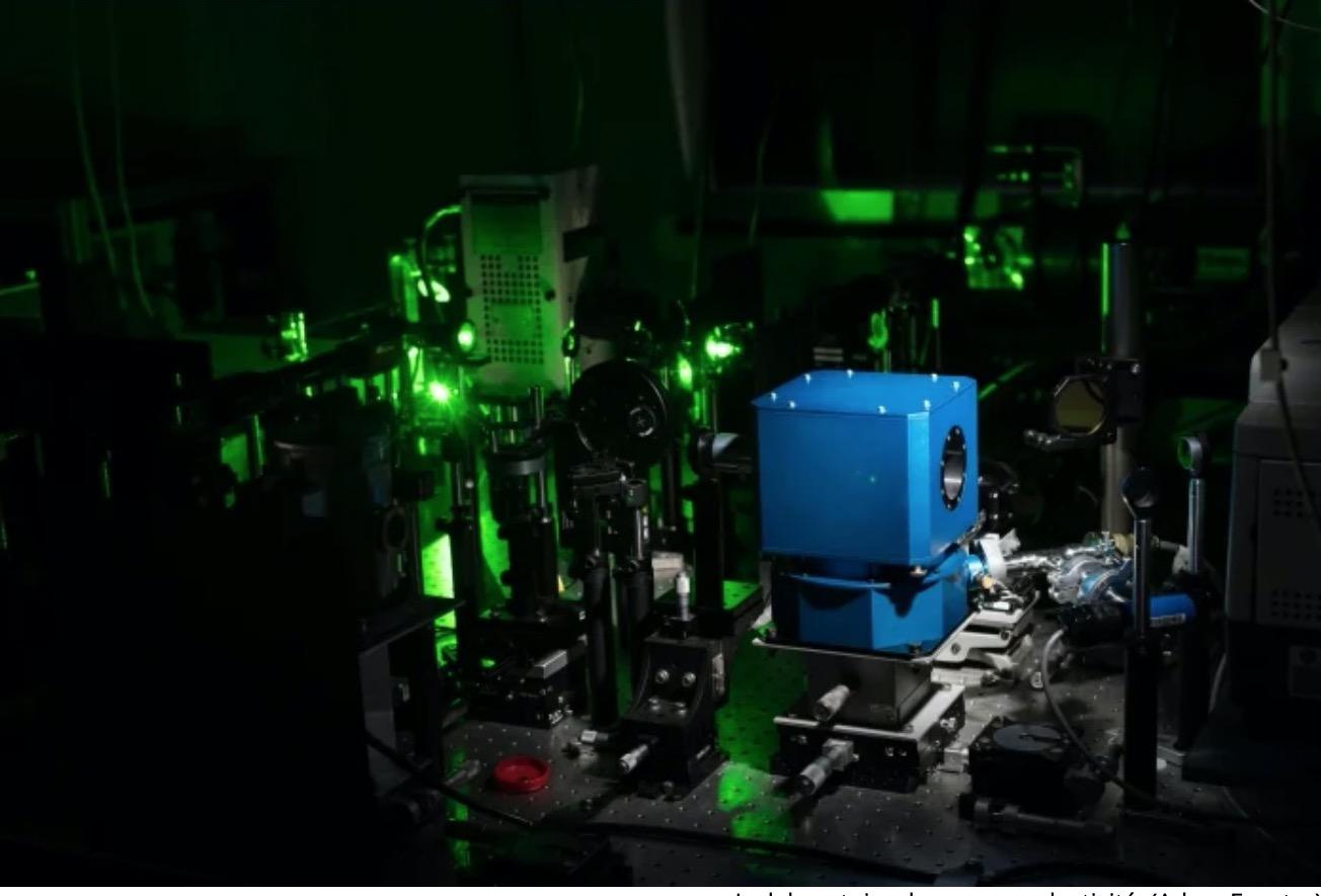 Впервые физики достигли сверхпроводимости при комнатной температуре